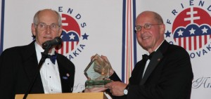 Amb. Russell presents diplomatic award to Amb. Sedgwick at Awards Dinner
