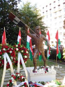 Statue of the 'Budapest Lad' at the future Hungarian Embassy